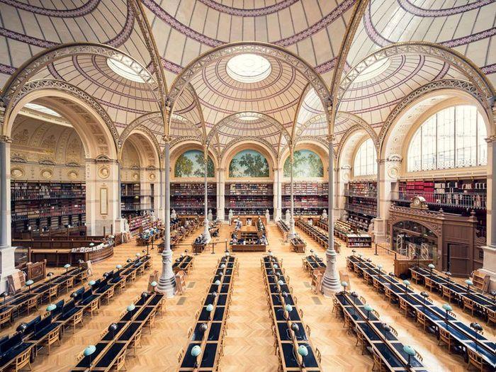 01 Il fascino e le differenze tra le più belle librerie d' Europa