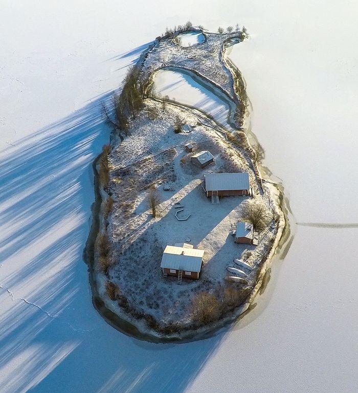 01 Incredibili foto aeree di unisola finlandese viste nel corso delle quattro stagioni