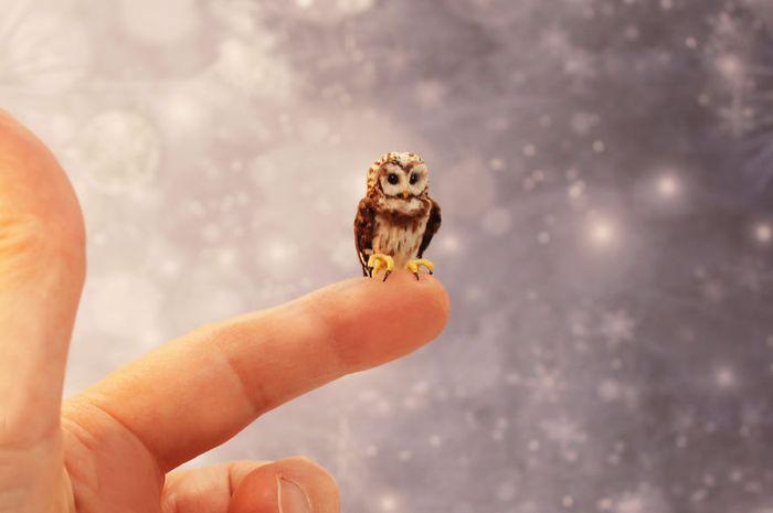 04 Katie Doka crea uccelli in miniatura con una fedeltà nei particolari impressionante