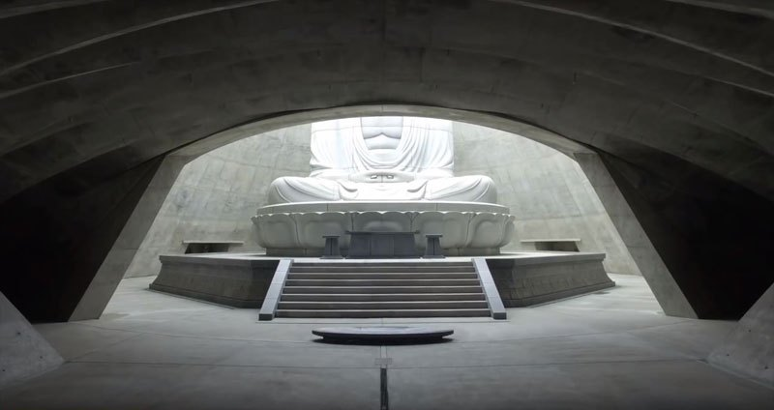 06 Buddha immerso nella collina di lavanda