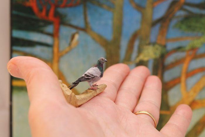 08 Katie Doka crea uccelli in miniatura con una fedeltà nei particolari impressionante