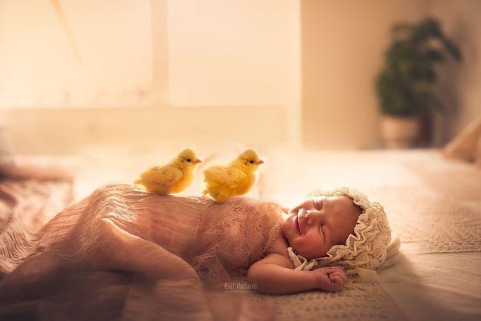 08 foto di neonati con animali