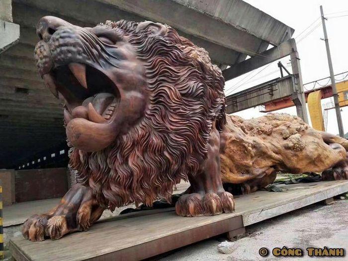 08 leone intagliato nel legno più lungo al mondo