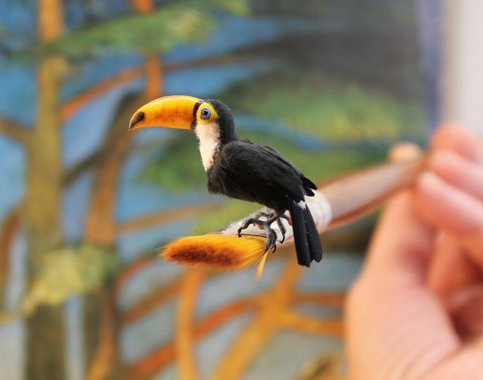 10 Katie Doka crea uccelli in miniatura con una fedeltà nei particolari impressionante