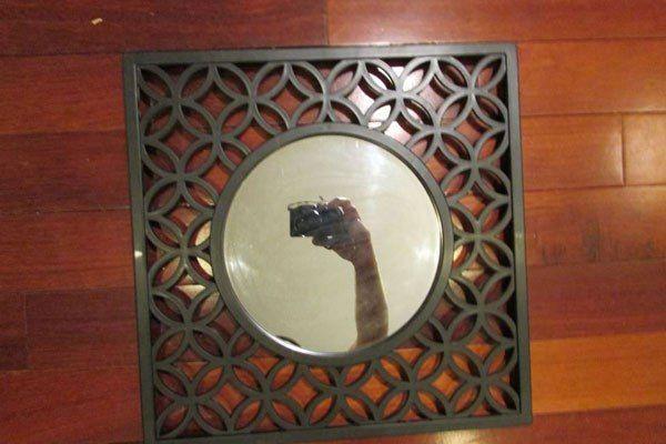 14 Immagini di persone che cercano di scattare foto di specchi che vogliono vendere online