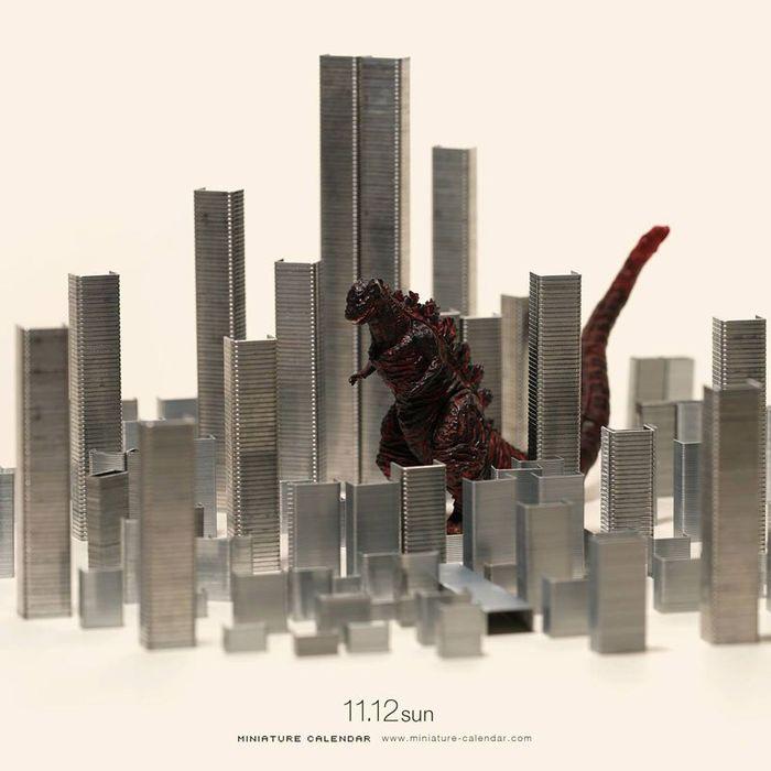 14 Questo artista dal 2011 ha creato una scena in miniatura ogni giorno