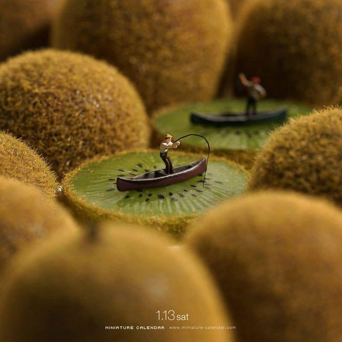 24 Questo artista dal 2011 ha creato una scena in miniatura ogni giorno