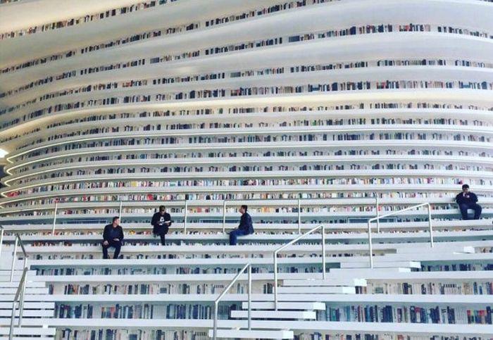 01 In Cina costruita una biblioteca che sembra uscita da un film di fantascienza