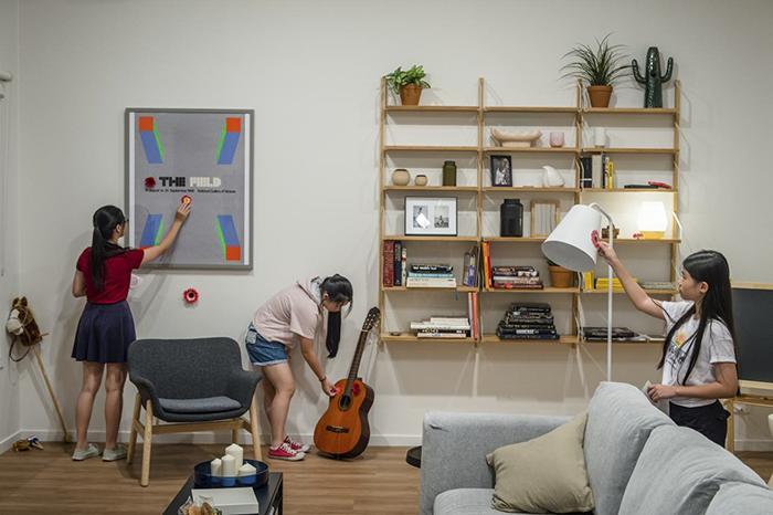 02 Artista giapponese copre lintero appartamento con motivi flore