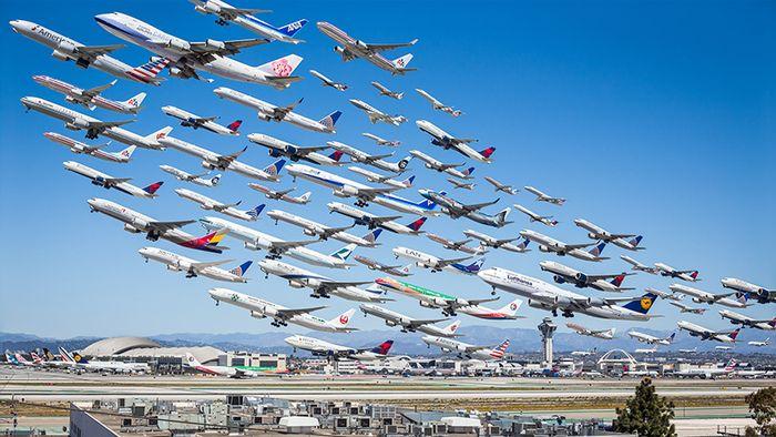 02 I complessi e intricati flussi dei voli aerei degli aeroporti nelle foto di Mike Kelley