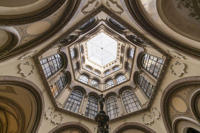 03 Le simmetrie architettoniche di Vienna nelle foto di Zsolt Hlinka