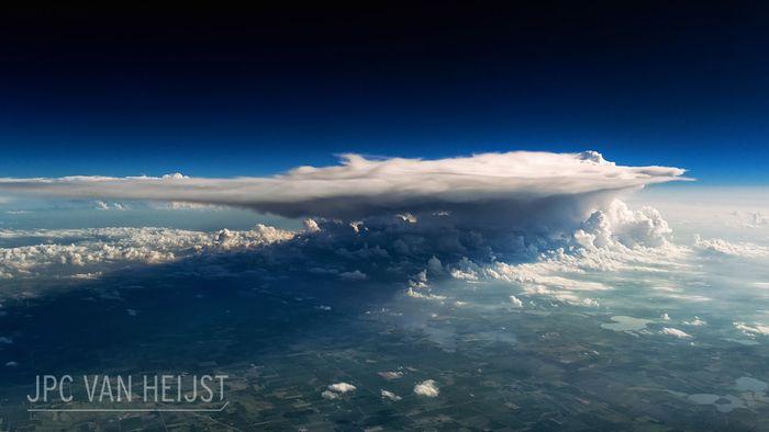 04 Il fascino dei temporali visti da sopra