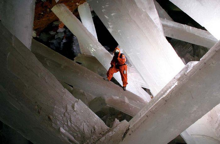 04 In una grotta del Messico i cristalli più grandi del mondo
