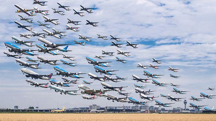 05 I complessi e intricati flussi dei voli aerei degli aeroporti nelle foto di Mike Kelley