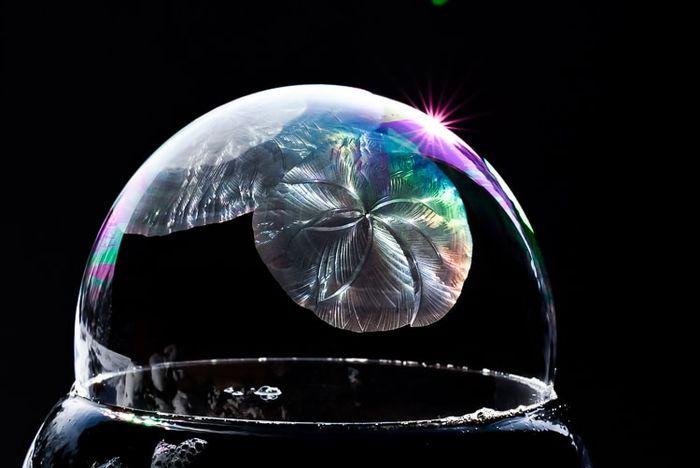 05 cristalli di ghiaccio dentro bolle di sapone