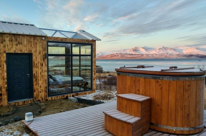 06 Ammirare l'aurora boreale in Islanda disteso su un comodo letto