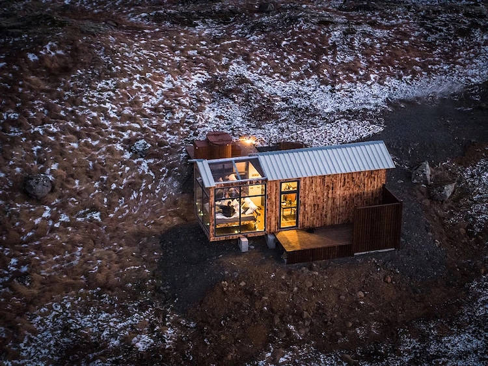 07 Ammirare l'aurora boreale in Islanda disteso su un comodo letto