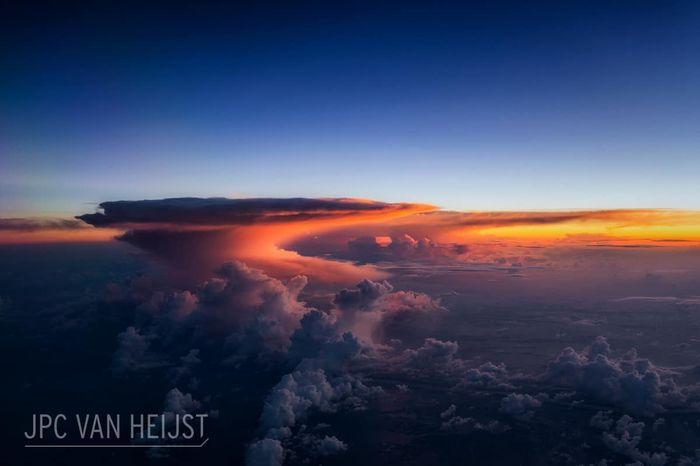 09 Il fascino dei temporali visti da sopra