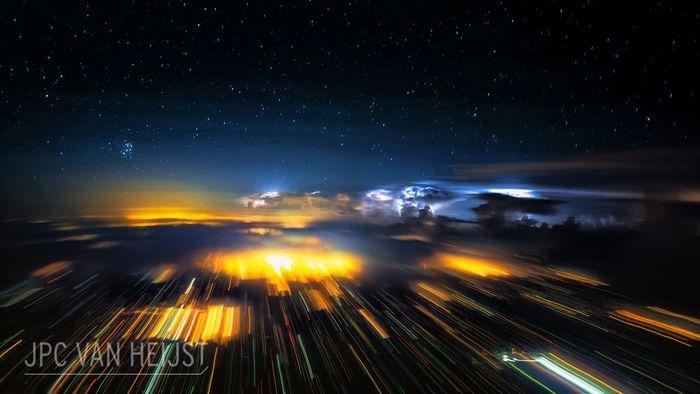 10 Il fascino dei temporali visti da sopra