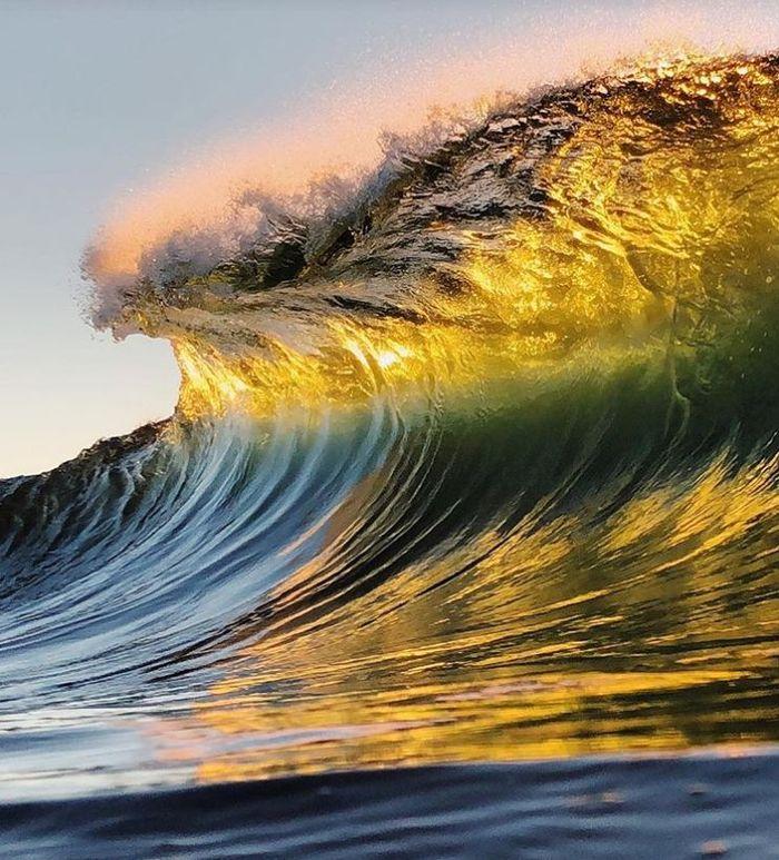 13 onde giganti dell'oceano nelle foto di Ryan Pernofski