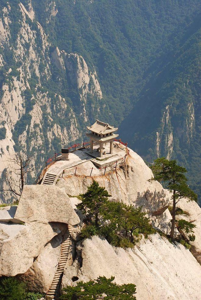 Se volete prendere un tè con adrenalina il monte Huashan è il posto che fa per voi