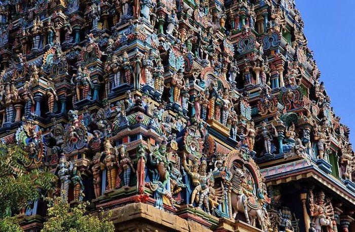 01 In India un tempio adornato da più di 33.000 sculture