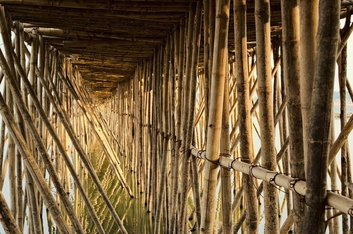 In Cambogia c'è un ponte di bambù stagionale vietato ai deboli di cuore
