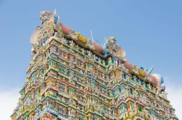 09 In India un tempio adornato da più di 33.000 sculture