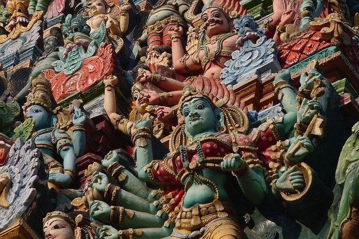 10 In India un tempio adornato da più di 33.000 sculture
