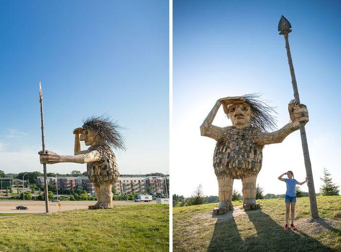 I giganti buoni dell'artista danese Thomas Dambo nascosti nella foresta di Copenaghen