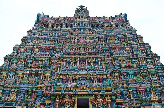 In India un tempio adornato da più di 33.000 sculture