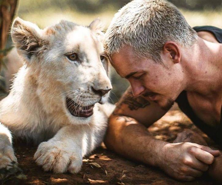 lascia il lavoro e una vita agiata per aiutare gli animali selvatici