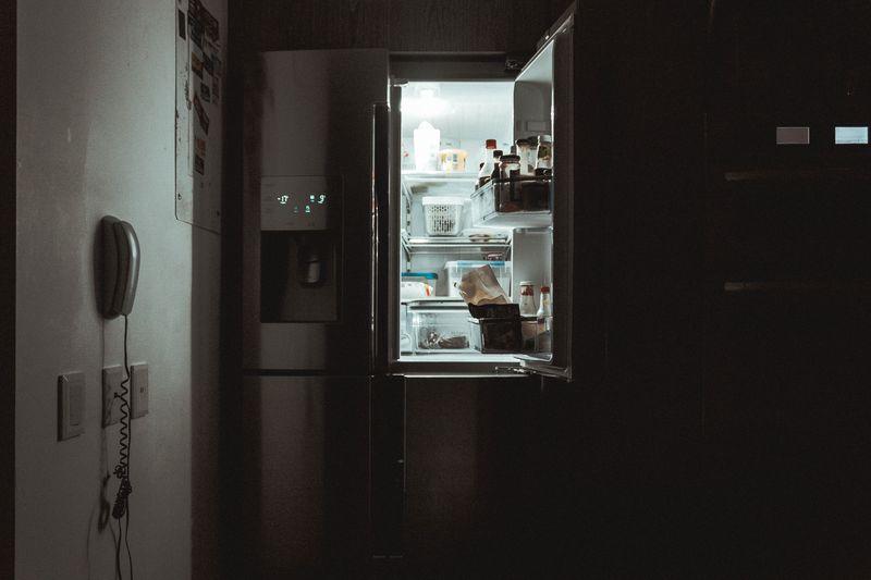 Perché a volte di notte siamo assaliti da un appetito irresistibile?