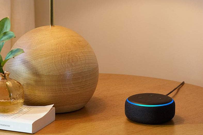Echo Dot si inserisce bene in qualunque arredo